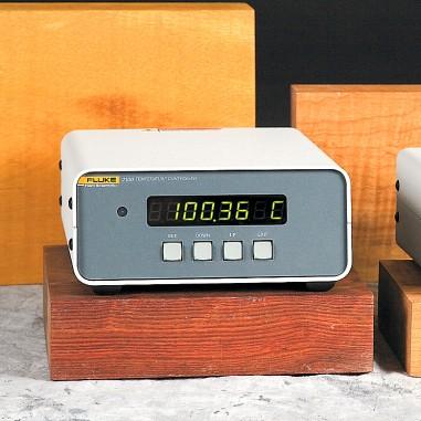 Fluke 2100-T - termistorový ovládač